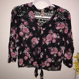 No Boundaries Floral Top size Small